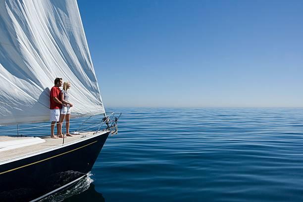Couple standing on a ships bow - foto de acervo