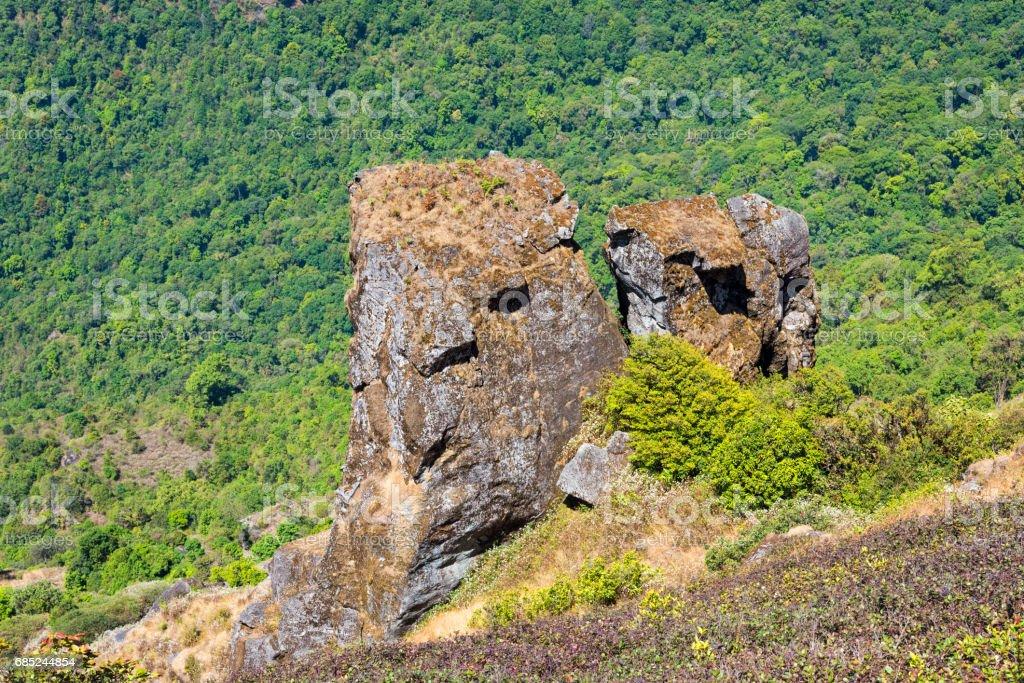 Couple Stones Landmark of Kew Mae Pan Nature Trail foto de stock royalty-free