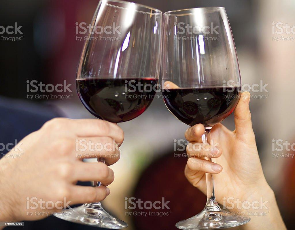 Couple toasting wine glasses - Royalty-free Alcohol Stock Photo