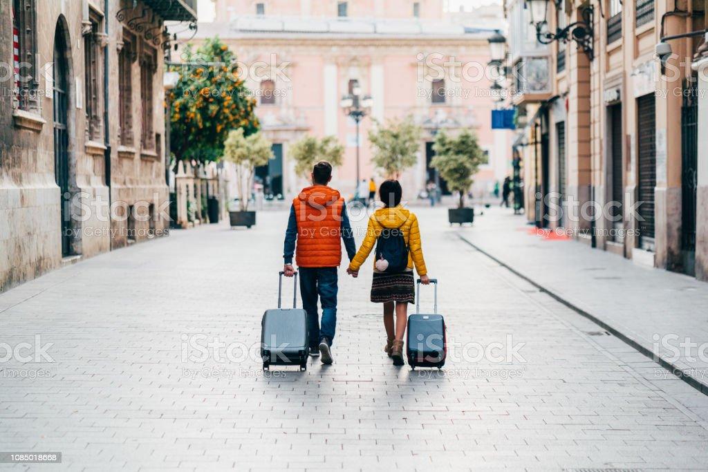 環游世界的情侶 - 免版稅20多歲圖庫照片