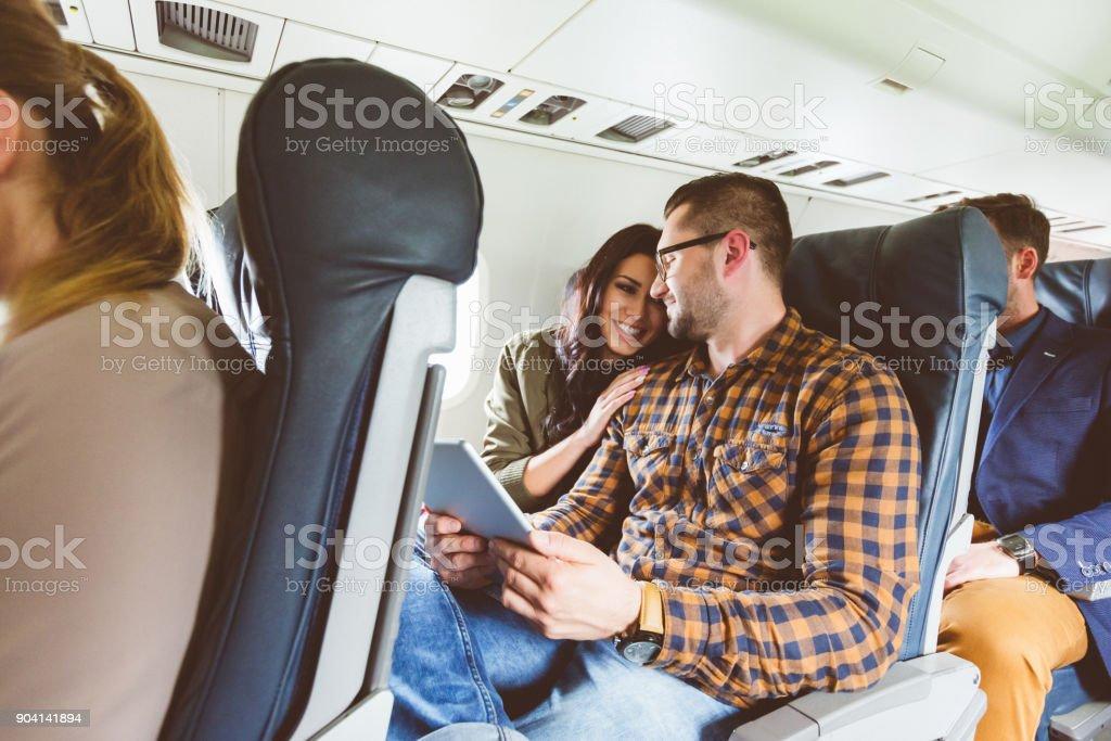 Paar reisen Sie mit dem Flugzeug – Foto
