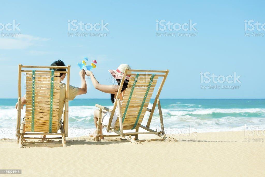 Paar Im Urlaub Im Tropischen Strand Pazifischen Paradies Rösten ...