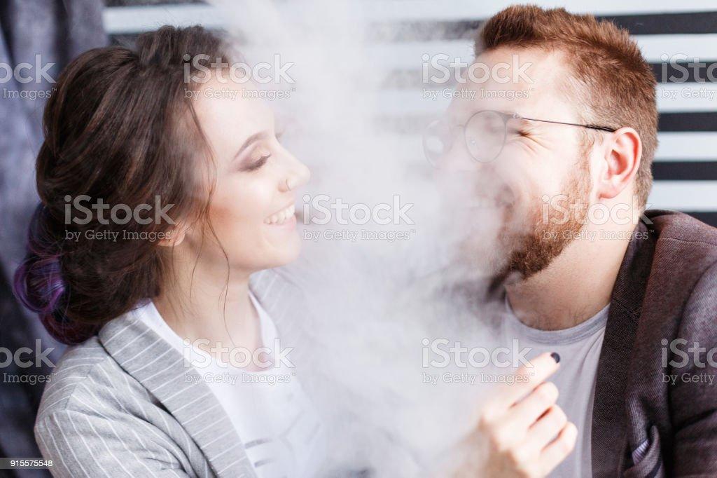 Verschil tussen dating en relatie