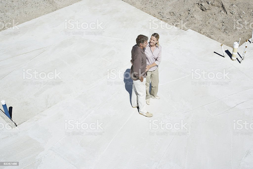 Couple d'affichage site de construction photo libre de droits