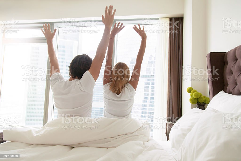 Couple wake up in the morning - foto de acervo