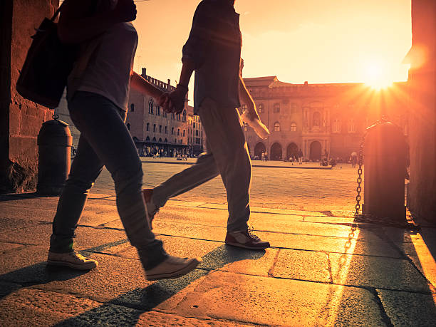 para spaceru do miasta o zachodzie słońca - bolonia zdjęcia i obrazy z banku zdjęć