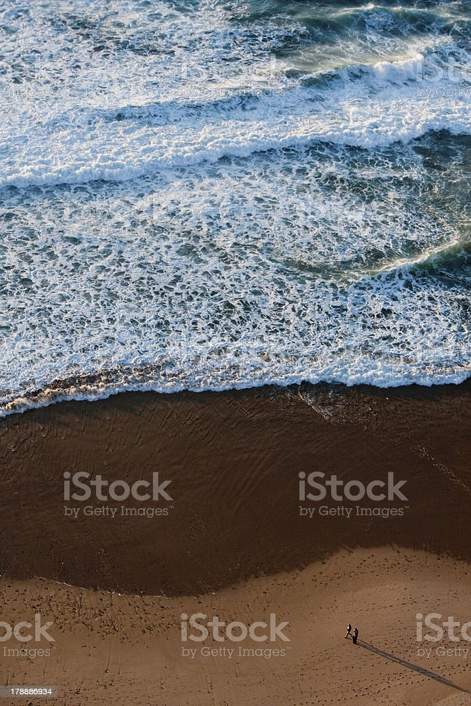 couple walking on the shore royalty-free stock photo