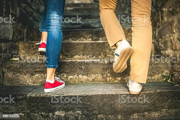 Paar Zu Fuß Nur Wenige Schritte Stockfoto und mehr Bilder von 2015
