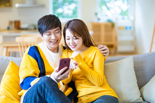 couple watch video on mobile