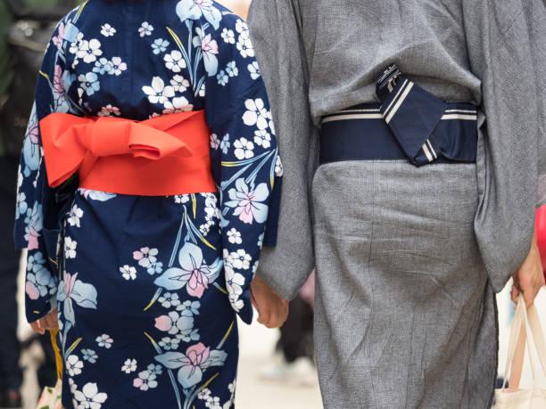 浴衣姿のカップル - kimono ストックフォトと画像