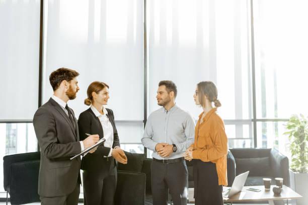 koppel met business consultants op kantoor - four lawyers stockfoto's en -beelden