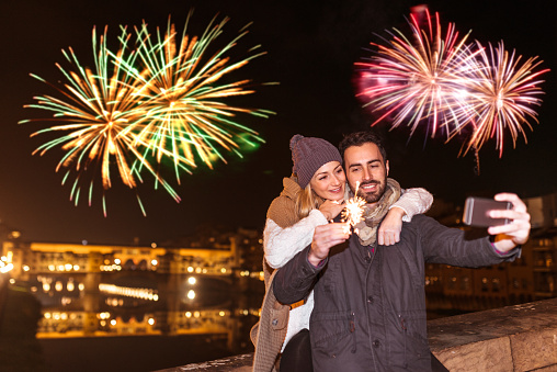 couple with the sparkler for the new year in Florence