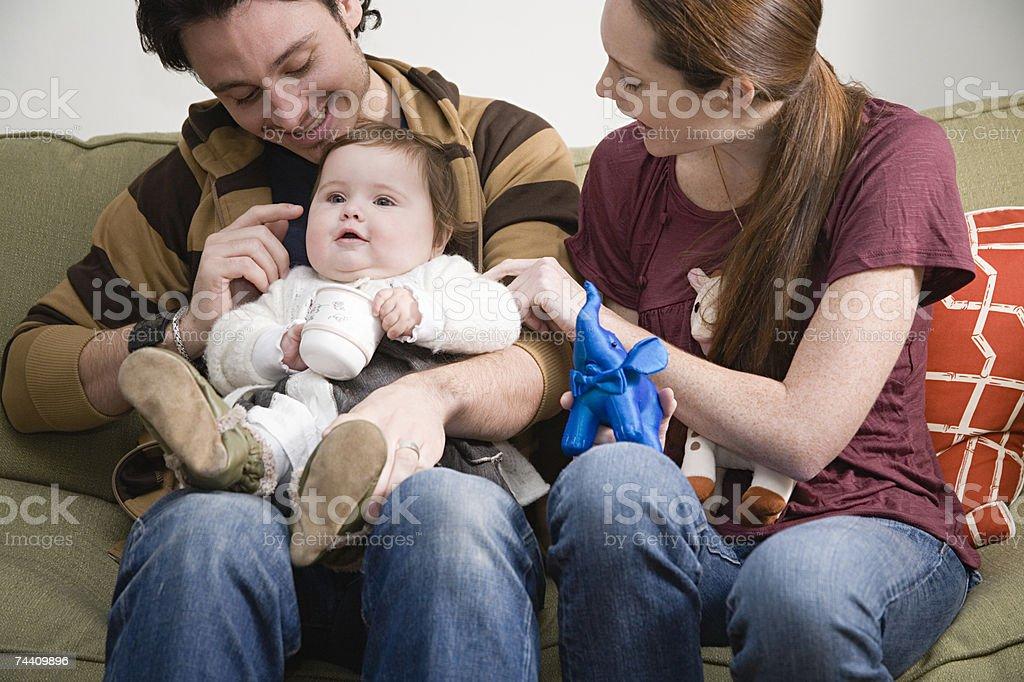 Casal com seu bebé foto de stock royalty-free