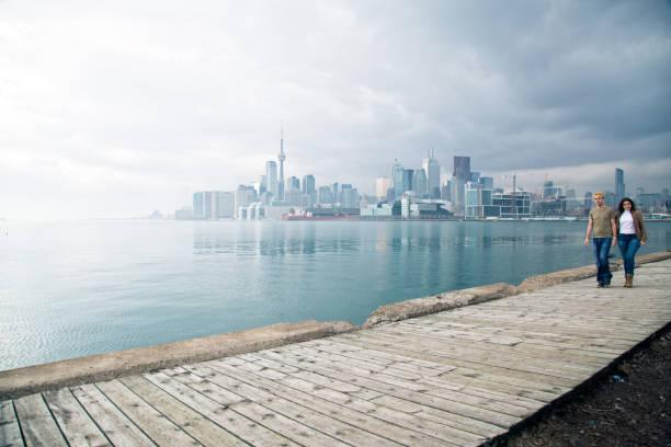 Koppel met Toronto skyline foto