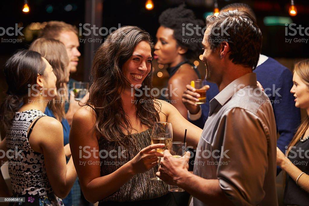 Danse En Couple Et De Boire Un Verre En Soirée De Fête – Photos et ...
