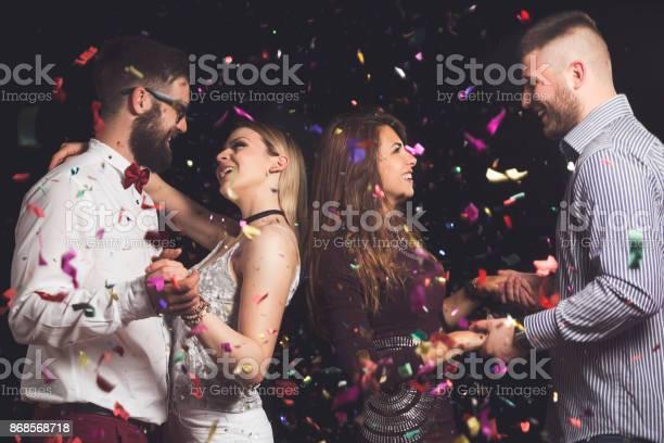 Couples dancing picture id868568718?b=1&k=6&m=868568718&s=612x612&h=ejmiropklfdbqkxypjuglyav824yji3p8bgsqwowv2e=