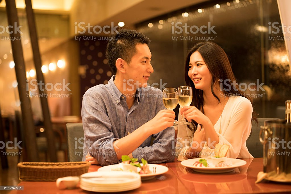 Couples have a toast at the restaurant - foto de stock
