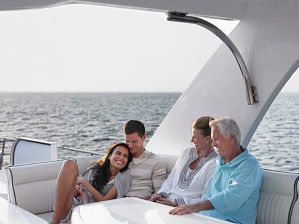 Couple de détente sur le Yacht - Photo