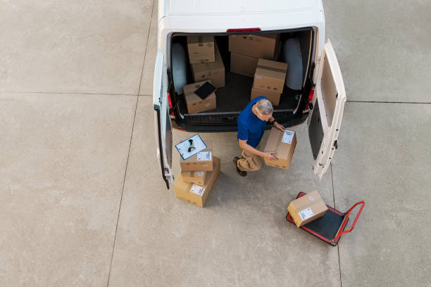 快遞遞送包裹 - 裝貨 個照片及圖片檔