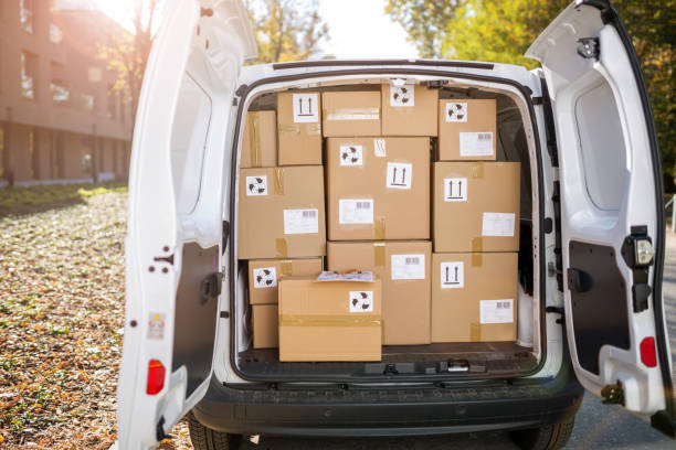 Courier van full of parcels and boxes Courier van full of parcels and boxes full stock pictures, royalty-free photos & images
