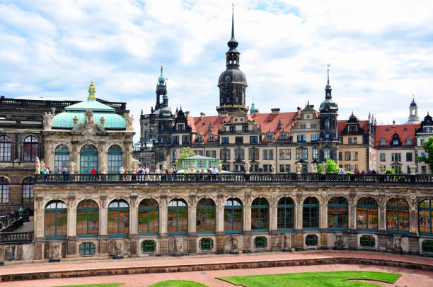 Court of Zwinger in Dresden, Germany The Zwinger (Der Dresdner Zwinger) is a art gallery built in Baroque style in the German city of Dresden zwanger stock pictures, royalty-free photos & images