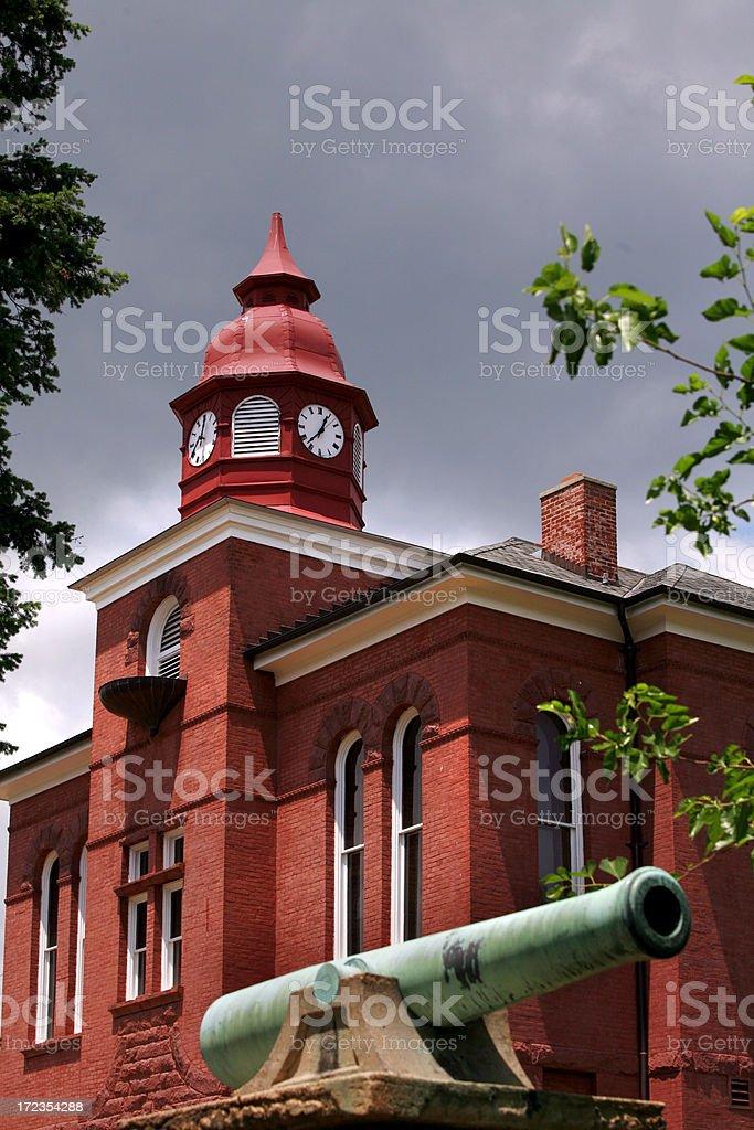El Palacio de Justicia y Cannon ciudad pequeña estadounidense foto de stock libre de derechos