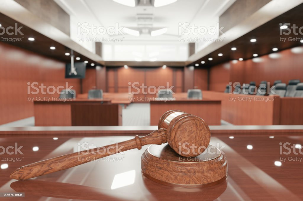 Courtroom And Gavel - Foto stock royalty-free di Ambientazione interna