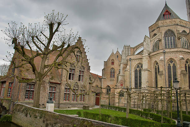 Courtyard an der Liebfrauenkirche in Brügge, Belgien – Foto
