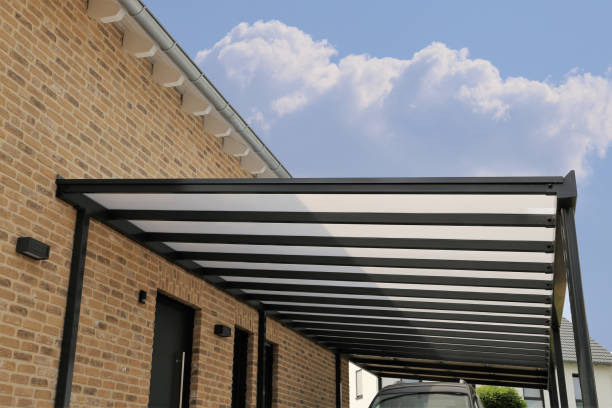 Courtyard canopy with glass Courtyard canopy with glass man made structure stock pictures, royalty-free photos & images