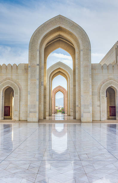 Courtyard, Grand Mosque, Muscat, Oman Pointed arches surrounding the main courtyards of the Sultan Qaboos Grand Mosque (Completed in 2001) in Muscat. Sultanate of Oman lancet arch stock pictures, royalty-free photos & images