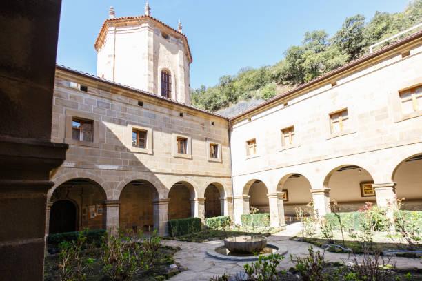 gården i klostret santo toribio de liebana, potes, cantabria, spanien - easter procession spain bildbanksfoton och bilder