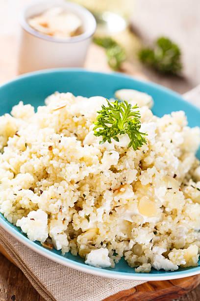 couscous-salat - griechischer couscous salat stock-fotos und bilder