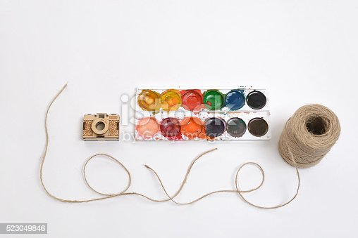 475744392 istock photo Coutout golden camera and used watercolor paints. Thread twine making 523049846