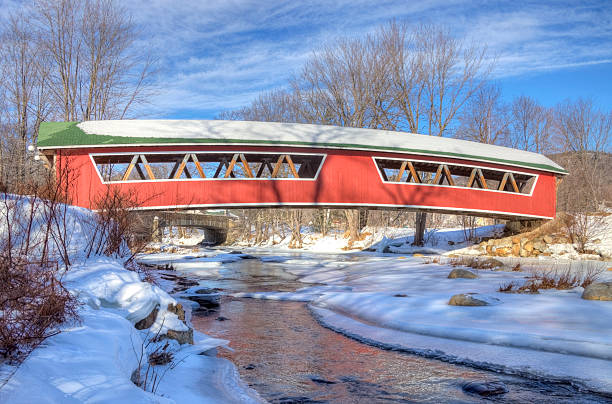 Covered Bridge in the White Mountains National Forest, New Hampshire Covered bridge in the White Mountains National Forest, New Hampshire white mountain national forest stock pictures, royalty-free photos & images