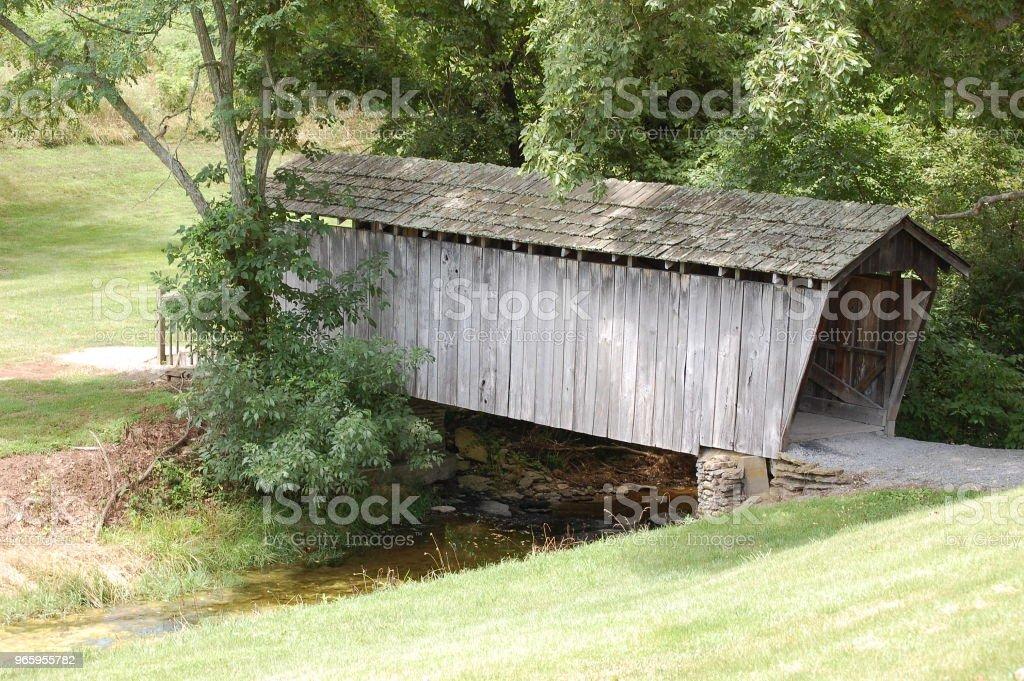 Overdekte brug - Royalty-free Brug - Mens gemaakte bouwwerken Stockfoto