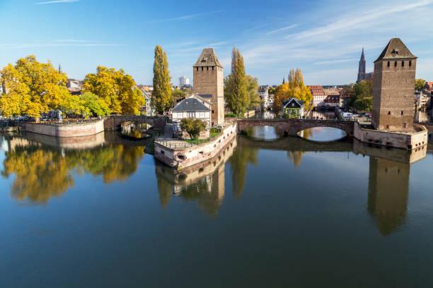 Gedeckte Brücken und historischen Viertel im Herbst Abendlicht, Straßburg, Frankreich – Foto