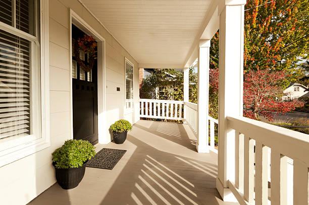 überdachte veranda - verandas stock-fotos und bilder