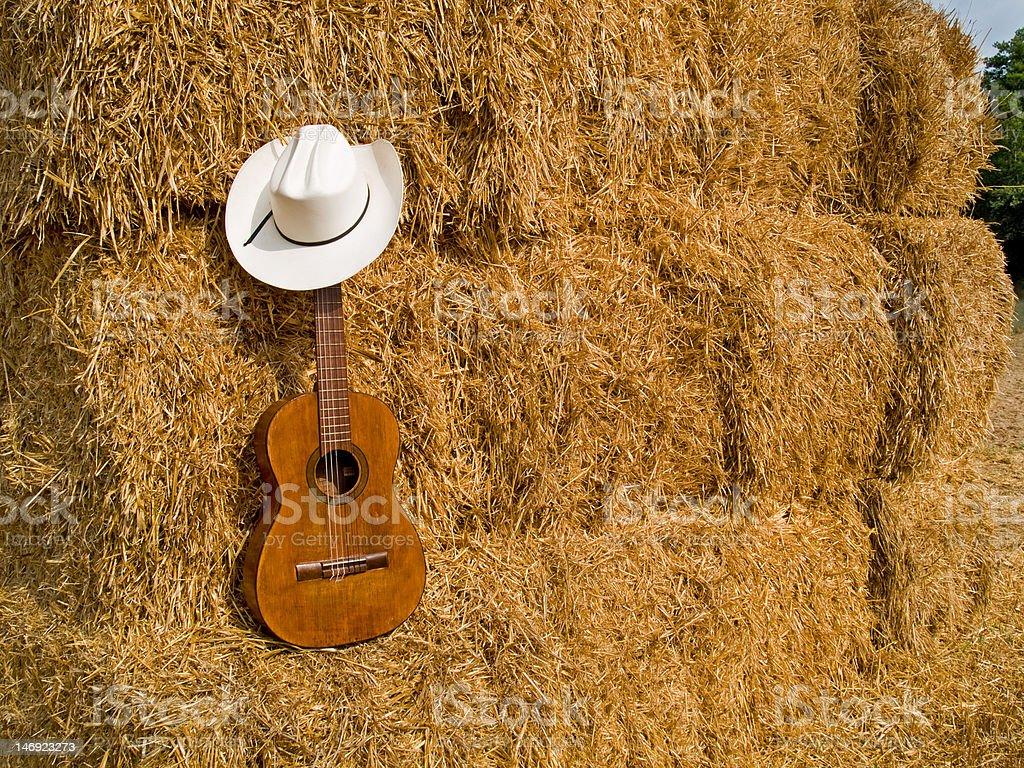 Sombrero de vaquero y guitarras - foto de stock