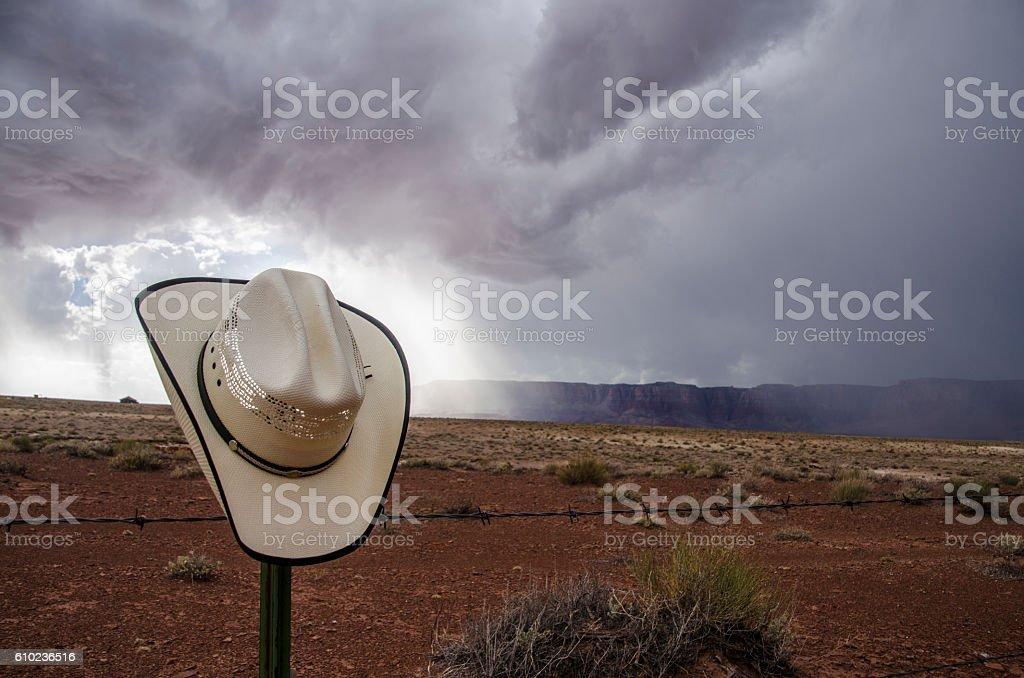 Cowboy hat and storm - foto de stock