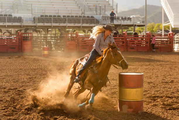 Cowgirl Cowboy Reiten Pferd Rodeo Fahrerlager Arena at Nephi von Salt Lake City SLC Utah USA – Foto