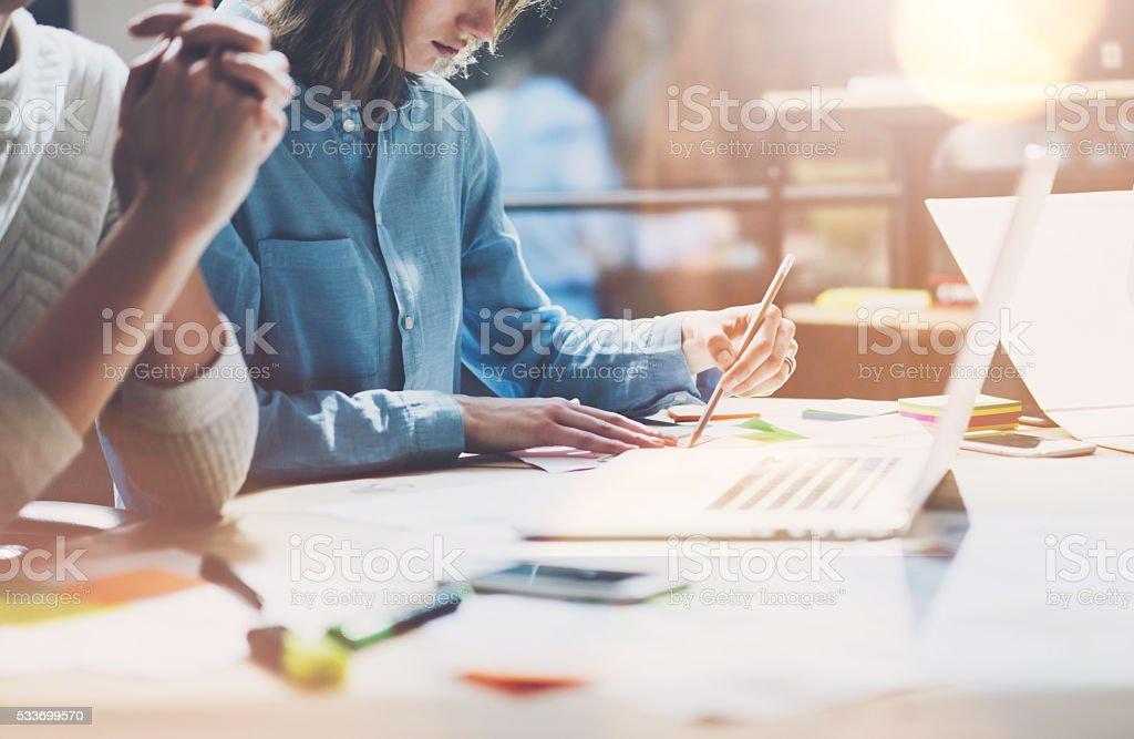 Kollegen Arbeiten moderne studio Sales Manager Team arbeiten neue Projekt - Lizenzfrei Analysieren Stock-Foto