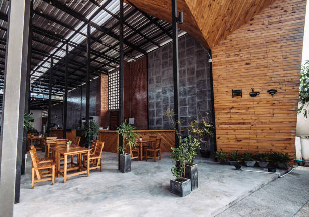 coworking-space in moderne einrichtung in der stadt - restaurant inneneinrichtung stock-fotos und bilder
