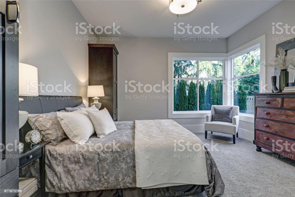 Gemutliche Schlafzimmer Innenraum Verfugt Uber Weiche Graue Wande Stockfoto Und Mehr Bilder Von Architektur Istock
