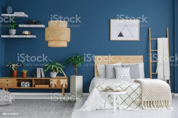 Cozy bedroom interior picture id991245820?b=1&k=6&m=991245820&s=612x612&h=og  yuar5nilsx4vc6gchwievrglqgldqovn4vp2kdw=