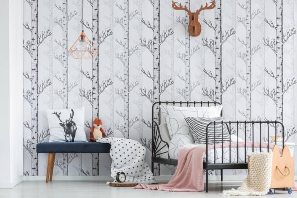 gemütliches schlafzimmer mit wald-motiv - fuchs kissen stock-fotos und bilder