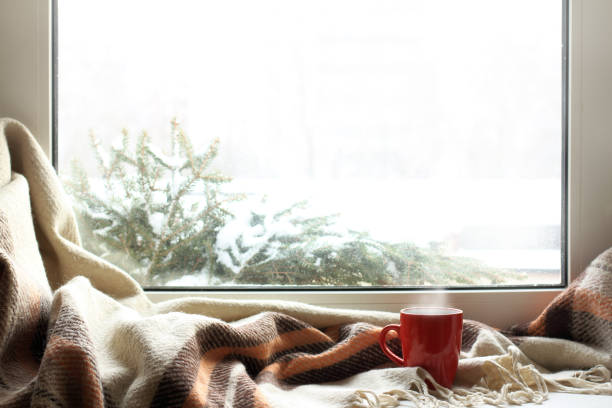 cozy home atmosphere in the winter - janela imagens e fotografias de stock