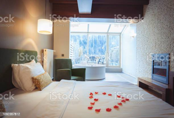 Cozy hotel room with heart shape on bed picture id1092357812?b=1&k=6&m=1092357812&s=612x612&h=hxgc3lcpxqba77mlepmcaqtmsiookuawheh9vk 8pto=