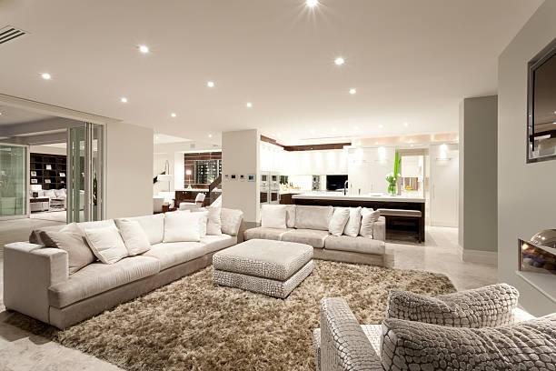 Gemütliches Wohnzimmer mit großen sofas – Foto
