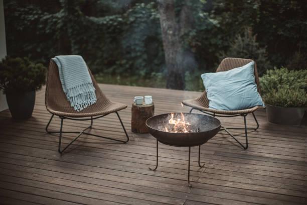 gemütliche ort - veranda decke stock-fotos und bilder