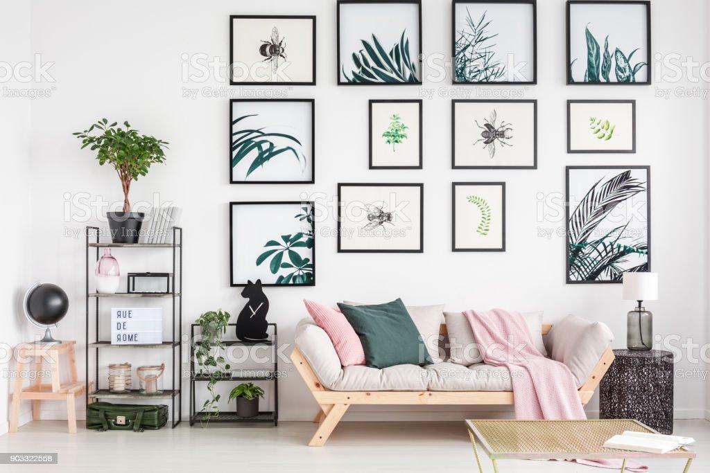 Gemütliches Sofa Im Wohnzimmer Stockfoto und mehr Bilder von ...